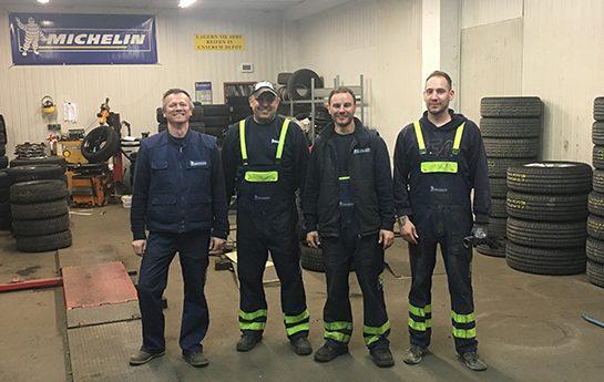 Team von Reifen Schneider